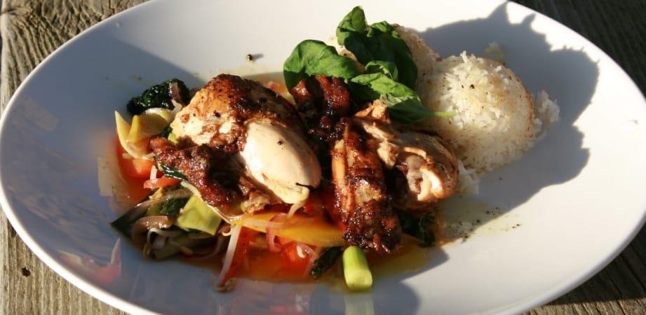 Kip met Thaise chili groenten, Basmati rijst en een Rabarbercompote